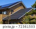 エコ住宅と青空と緑 72361503