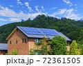エコ住宅と青空と緑 72361505