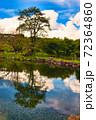 秋空が映り込む湖面 リフレクション 十一月 山梨県 72364860
