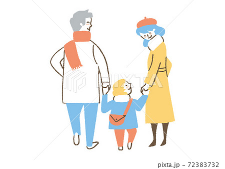 コートを着ている家族 72383732