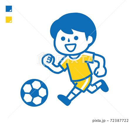 サッカーする男の子 72387722