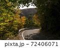 秋の山道 72406071