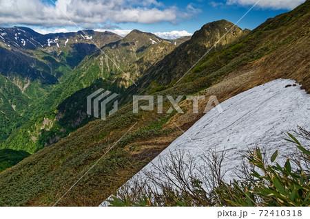 万太郎山の下山途中か見る谷川岳と上越国境主稜線 72410318