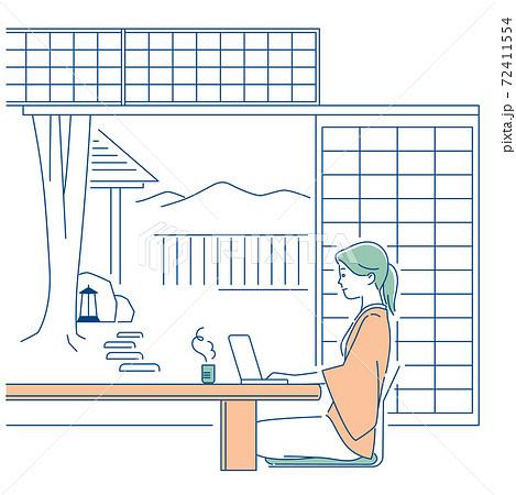 ワーケーション/旅館の和室でリモートワークする女性/3色 72411554