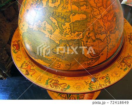 大航海時代をイメージしたアンティークの地球儀 72418649