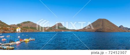 秋の榛名山 72452307