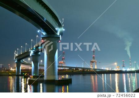 【三重】四日市いなばポートラインからの工場夜景とリフレクション 72456022