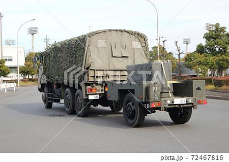 自衛隊のトラックと牽引車両(73式トラック+トレーラー) 72467816