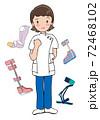 ガッツポーズをする女性とリハビリ装具 72468102