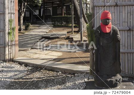 赤い帽子と涎掛けの地蔵菩薩・藤寺文京区 72479004