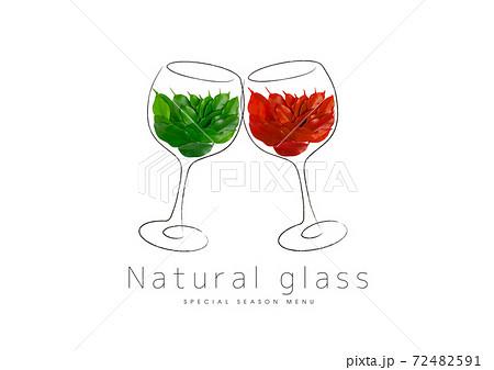 緑の葉が入ったグラスと赤い葉が入ったグラス 72482591