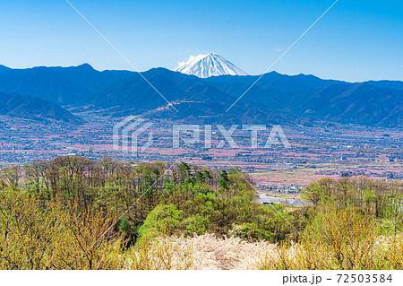 春の甲府盆地と富士山 【山梨県】 72503584
