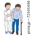 杖歩行する男性と介助者 72505496
