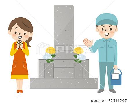 お墓掃除代行サービスのスタッフと笑顔の主婦 72511297