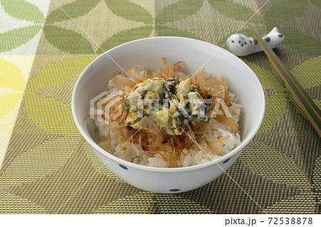 野沢菜わさびとおかかの醬油かけごはん 72538878