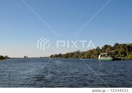 ボツワナのチョベ川ボートサファリ、ボート 72544151