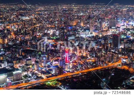 《大阪府》大阪中心街の夜景・立ち並ぶ住宅街 72548686