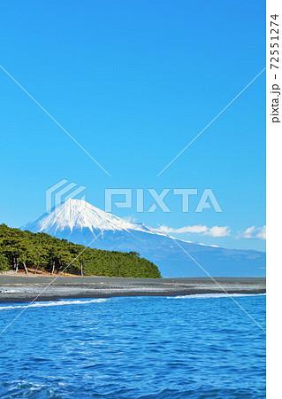 静岡県 三保の松原 富士山と海 72551274