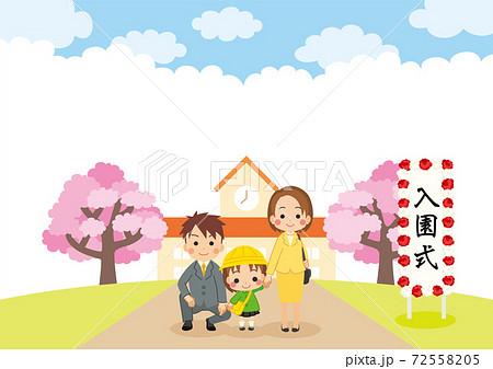 入園式に家族と参列する可愛い幼稚園児の女の子のイラスト 仲良し親子 ファミリー 72558205