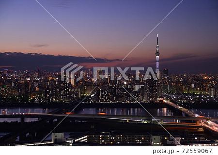タワーホール船堀から見たスカイツリーと東京都心の夕景 72559067