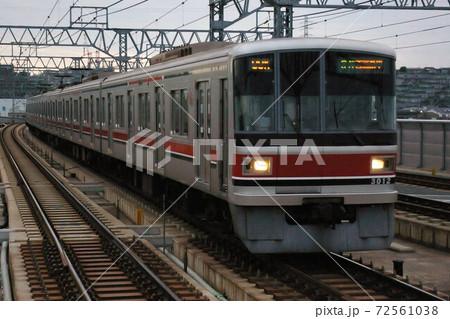 東急目黒線、元住吉駅に入線する急行列車(3000系電車) 72561038