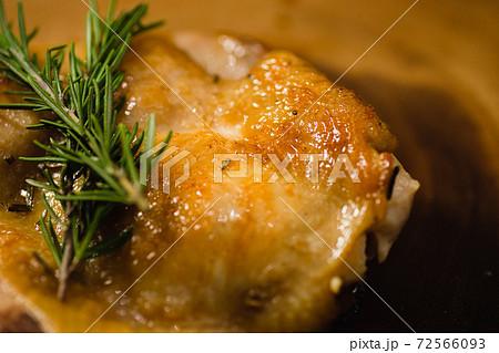 チキン クリスマス 料理 72566093
