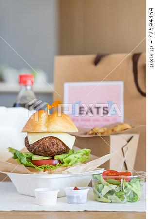 グルメアボガドチーズバーガー デリバリーフードのイメージ 72594854