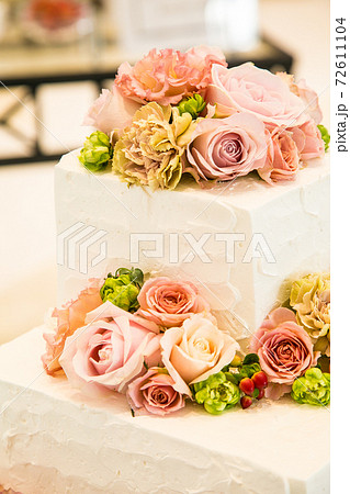 生花を使ったおしゃれなケーキ 72611104