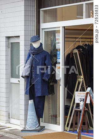 児島ジーンズストリートのお店の前に置いてあったジーンズのマネキン 72616833
