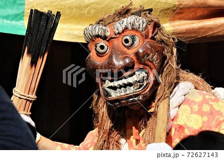 鶴林寺の鬼追い式のユーモラスな赤鬼 72627143