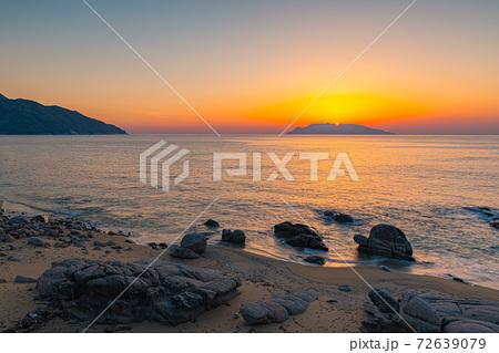 海亀産卵地屋久島永田海岸の夕景。夕日・環境・エコのイメージ表現 72639079