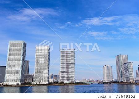 東京ベイエリア 晴海埠頭と豊洲の街並み 72649152