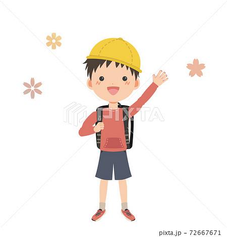 笑顔で手を振るランドセルを背負った男の子 72667671