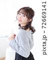 若い女性 ヘアスタイル 72669141