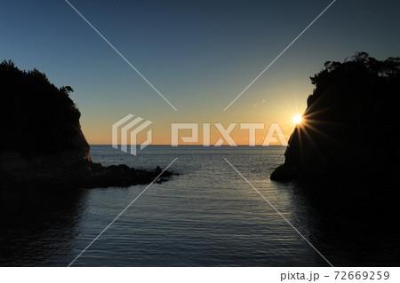 高戸小浜海岸の日の出、高萩市風景 72669259