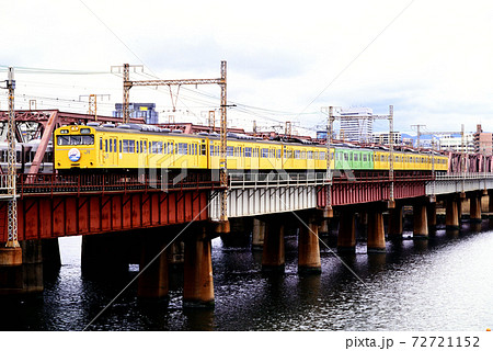 1997年 東海道本線を走る103系普通電車7両 72721152