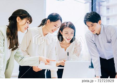 ビジネスシーン (会議、ミーティング) 72723929