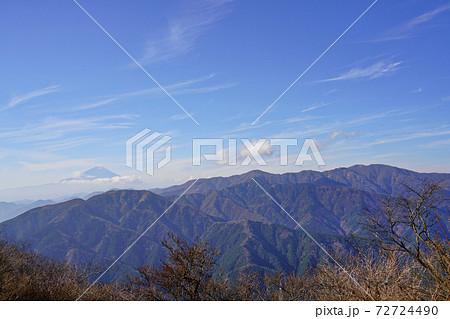 大山山頂から見た富士山と丹沢の山々 72724490
