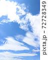 遠近感のある爽やかな青空(春〜初夏) 72728349