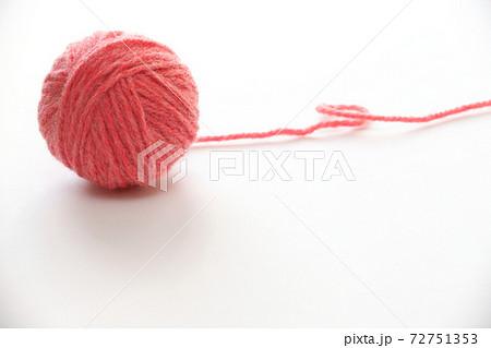 ピンク色の毛糸玉 72751353