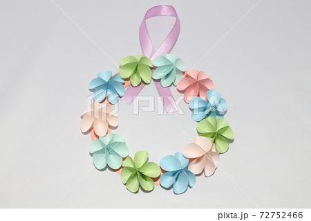 折り紙で作った手作りのフラワーリース 72752466