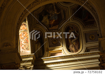イタリア マントヴァのサン・ピエトロ大聖堂内部 72758102