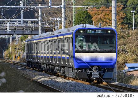 横須賀線表示【E235系普通】秋の田浦駅付近 72768187