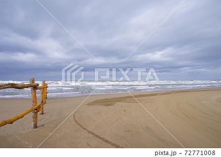 秋の千里浜なぎさドライブウェイ(石川県) 72771008