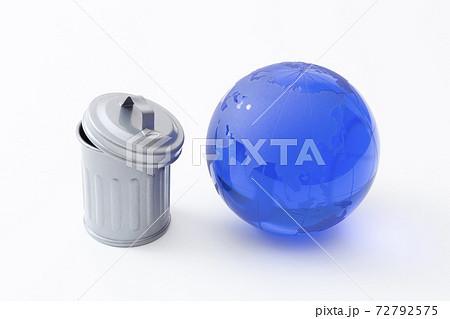 ごみ箱と地球 72792575