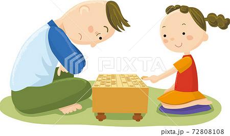 将棋を指す女の子と男の人 72808108