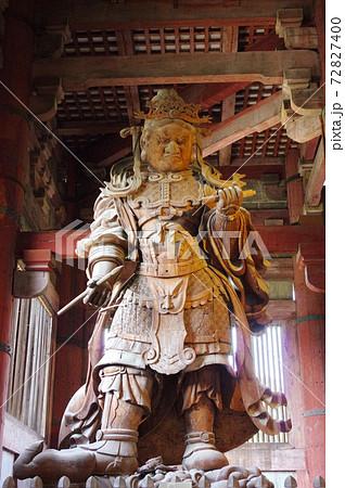 古都奈良の世界文化遺産 東大寺大仏殿の広目天立像 72827400