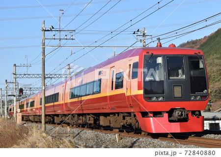 冬晴れの東武日光線をゆく253系1000番台 72840880
