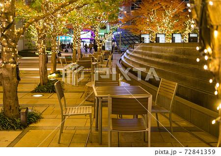 東京都港区六本木にある商業ビルにある夜のテラス席 72841359