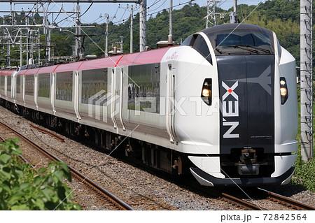 【JR東日本】初夏の午後、物井駅を通過する特急「成田エクスプレス」 72842564